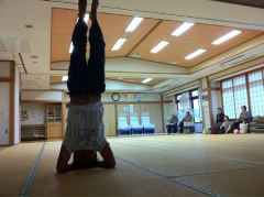 101024headstand